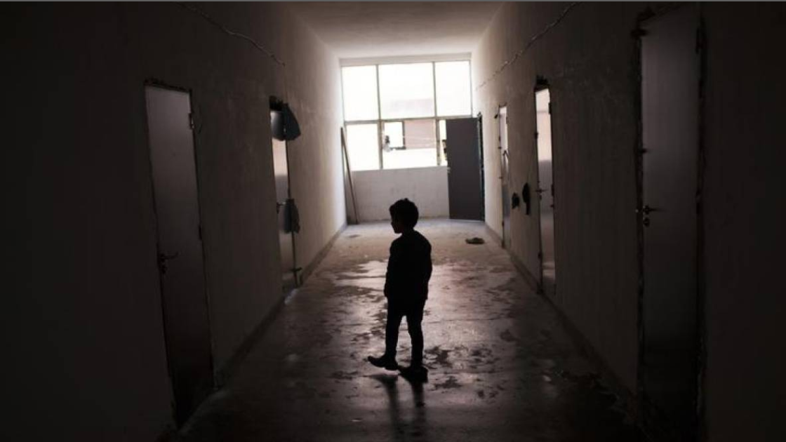 ARCHIVE PHOTO. A Syrian boy walks along a corridor inside a refugee camp in Harmanli, 280 km (173 miles) east of Sofia, December 9, 2013. REUTERS/Pierre Marsaut